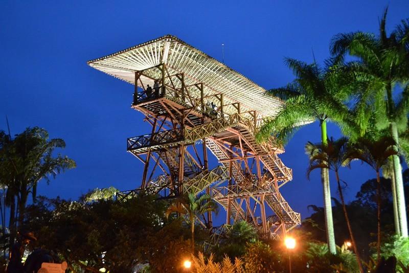 construcción en guadua torre parque del café
